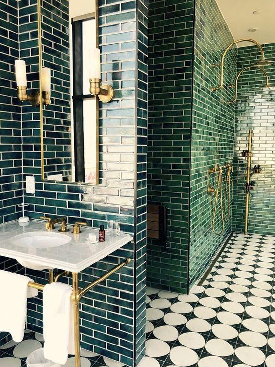 πράσινα ντουλάπια_μπάνιου_ ιδέες _για μπάνιο_ σε πράσινο _χρώμα_πράσινα πλακάκια_στο_μπάνιο_ πράσινα_πλακάκια_στο_μπάνιο_