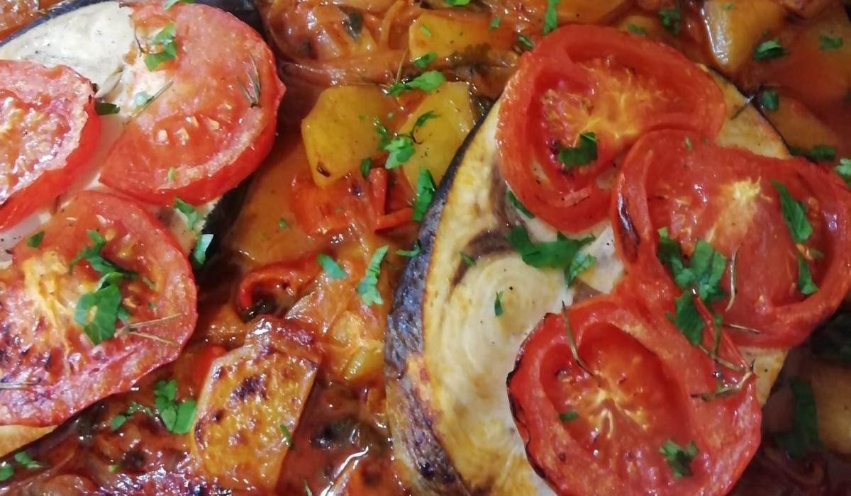 Ξιφίας_ στον φούρνο_ με _πατάτες_ κοκκινιστός_ Συνταγή _
