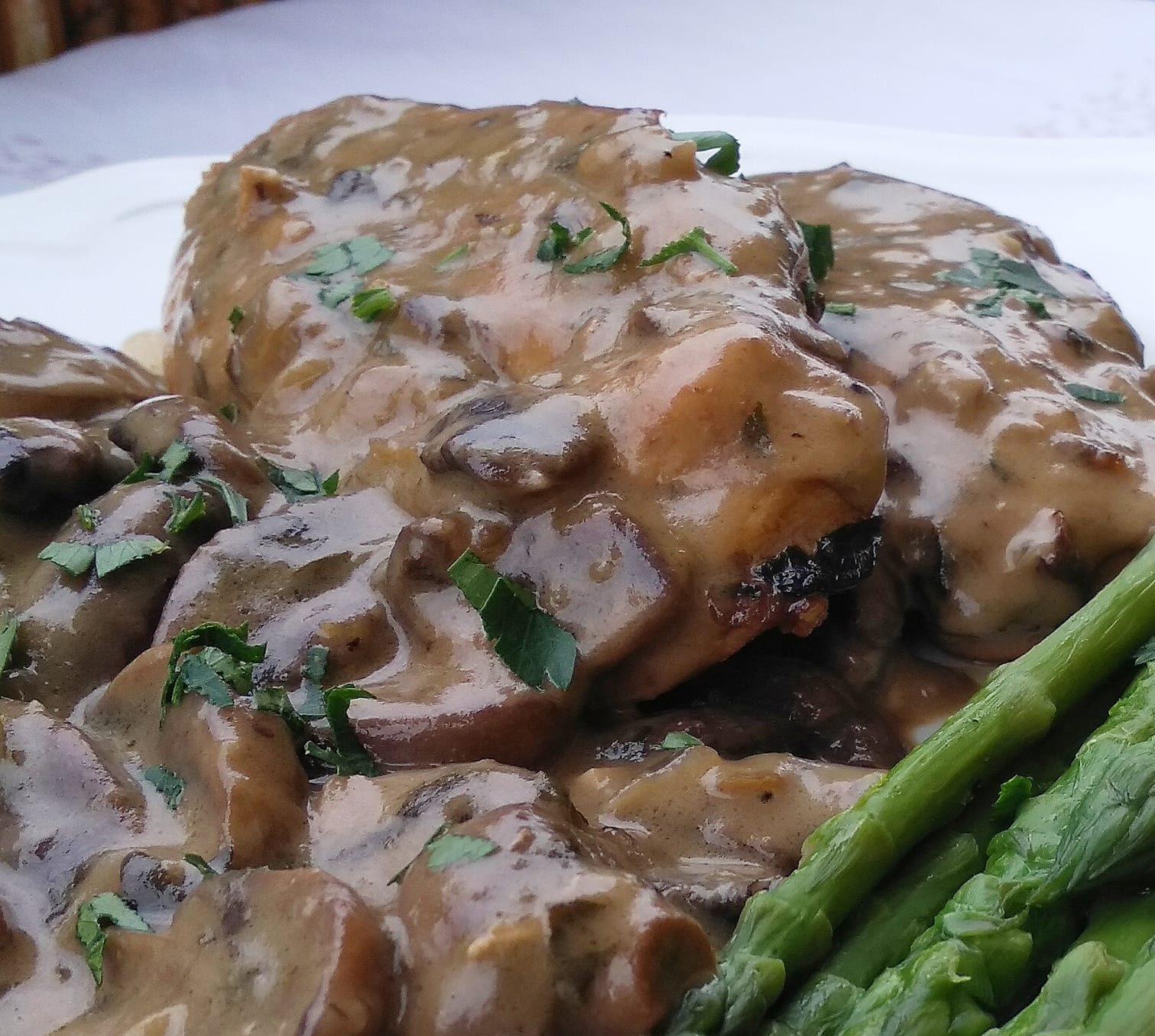 Κοτόπουλο με σάλτσα Μαδέιρα _