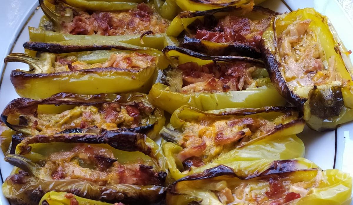 Γεμιστές _πιπεριές _με μπέικον_ και τυρί_