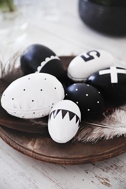 μαύρα_και_λευκά_πασχαλινά αυγά_
