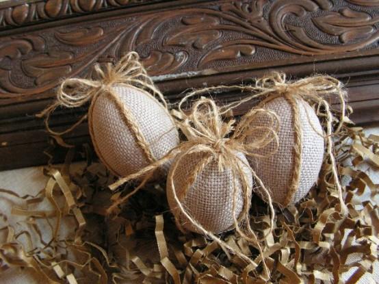 ιδέα_για_ρουστίκ_πασχαλινά αυγά_με_μάλλινη επένδυση_και_σπάγκο_