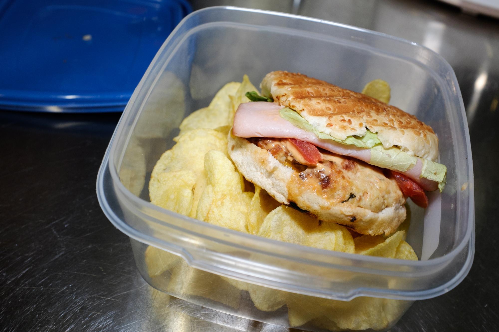 Πλαστικό τάπερ : Τα τρόφιμα που απαγορεύεται να μπουν