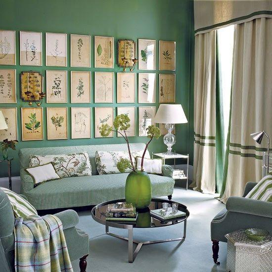 πράσινος_τοίχος_με_κάδρα_