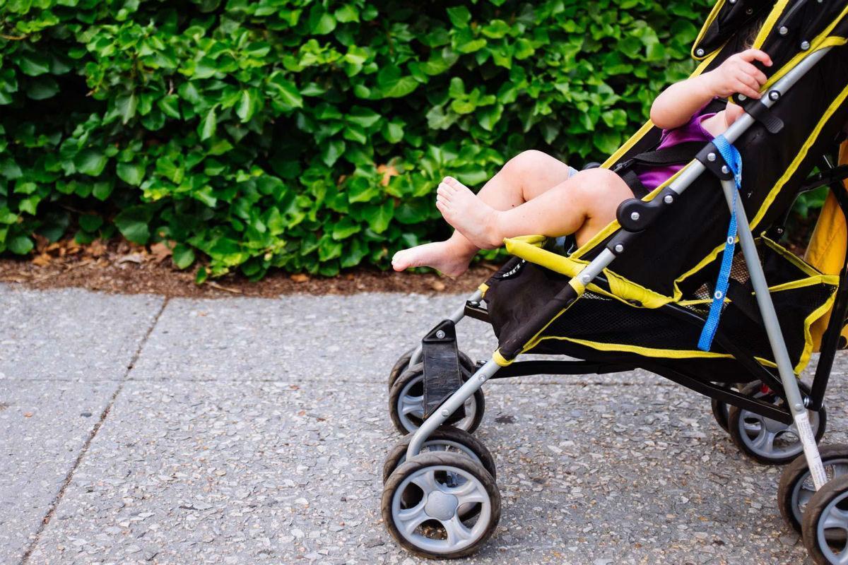 Τραγωδία : Μωρό δύο εβδομάδων βγήκε για την πρώτη του βόλτα ,παρασύρθηκε και σκοτώθηκε από αυτοκίνητο