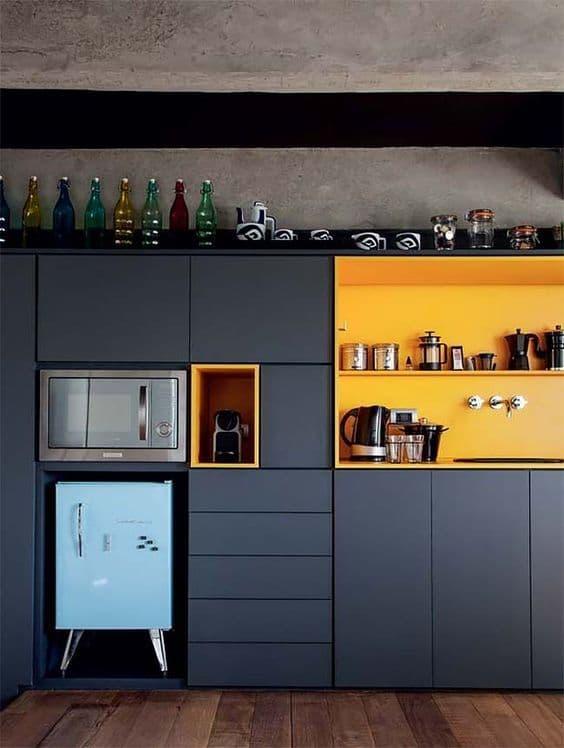 γκρι_και_κίτρινα_ντουλάπια κουζίνας_