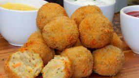 Τραγανές κροκέτες κοτόπουλου με ρύζι (βίντεο)