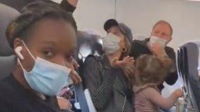 viral βίντεο_παραλίγο_να_κατεβάσουν_γονείς_από_το_αεροπλάνο_επειδή_το_παιδί_δεν_φορούσε_μάσκα_