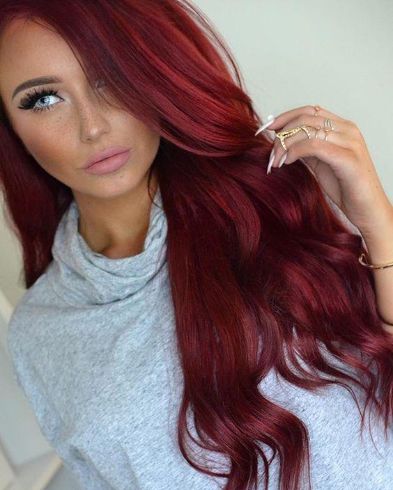 βαθύ_κόκκινο_σε_μακριά_μαλλιά_