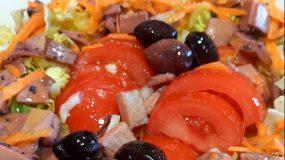 Σαλάτα με καλαμάρια κονσέρβας_