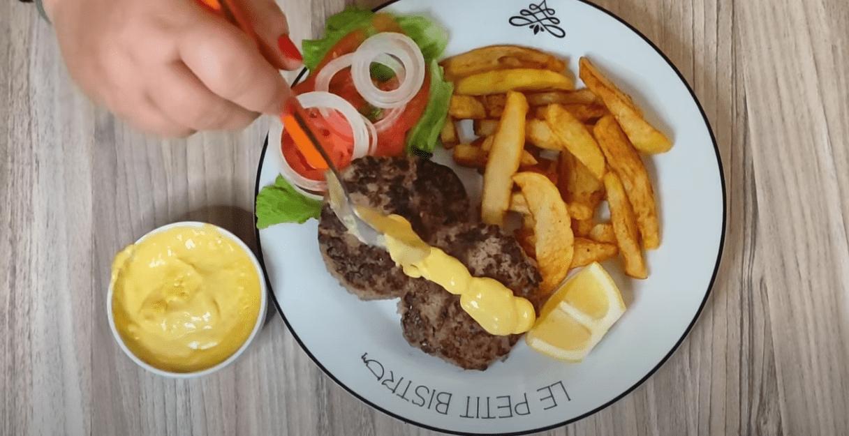 Σάλτσα_ τυριού_ για_ πατάτες_, μπιφτέκια _και _κοτόπουλο_ από _την _Γκόλφω_