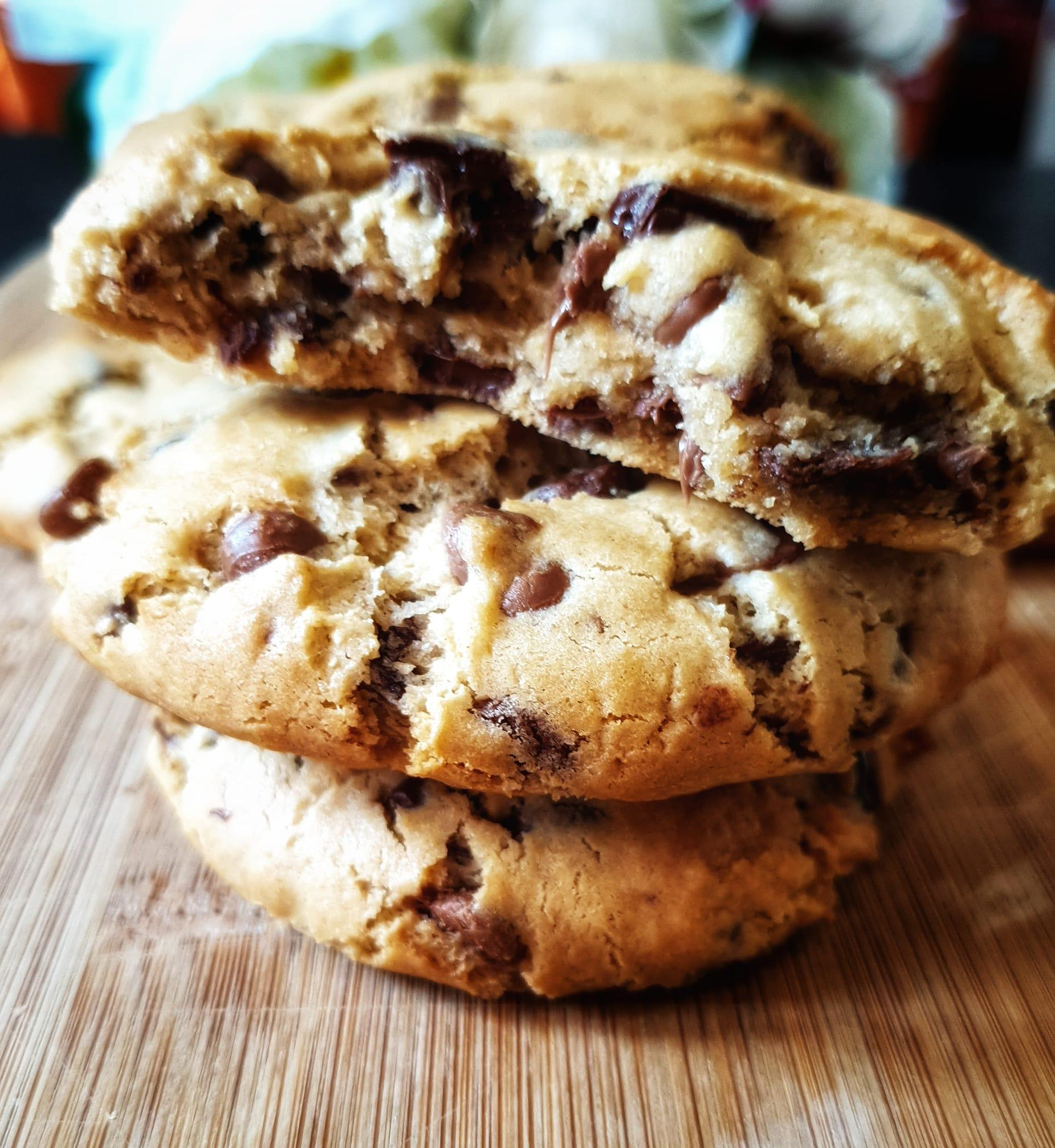 Giant_Chocolate_Chip_Cookies_