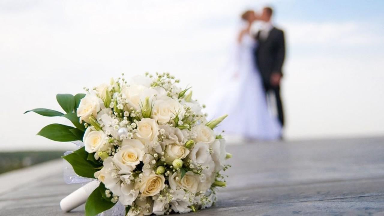 Πήρε διαζύγιο από τον άνδρα της και παντρεύτηκε τον πεθερό της