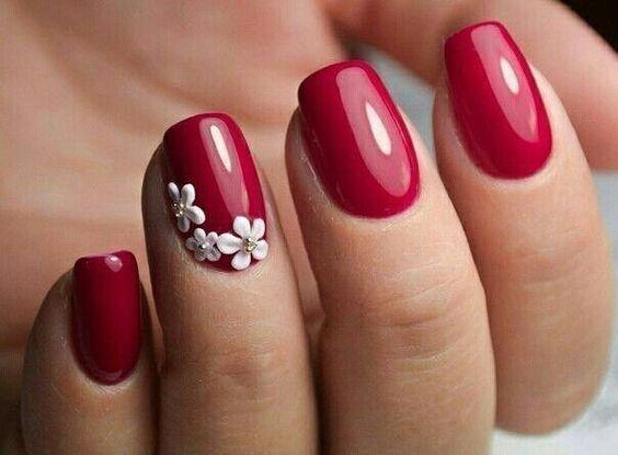 κόκκινα_νύχια_με_μαργαρίτες_