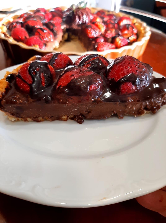 Πασχαλινή_τάρτα_σοκολάτας_με φράουλες_