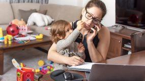 Δοκίμασε κάποιος από αυτούς που παίρνει τις αποφάσεις για κλείσιμο παιδικών σταθμών να εργαστεί στο σπίτι με μωρό;
