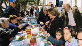 Θα κλάψετε: Οι συγγενείς στο Πασχαλινό τραπέζι