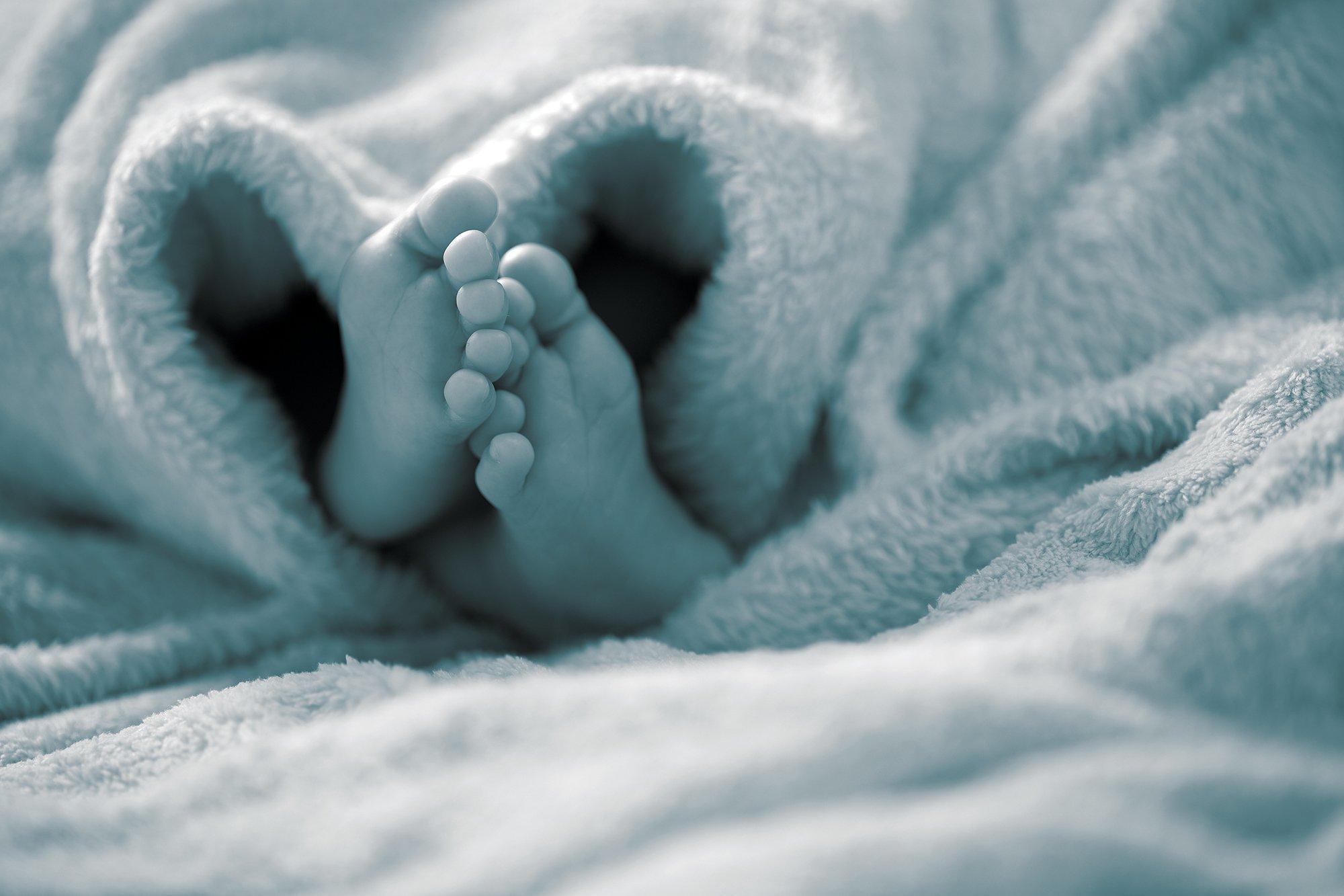 Απίστευτο : 11χρονη ξεγέννησε στο σπίτι τη μαμά της ενώ περίμεναν το ασθενοφόρο