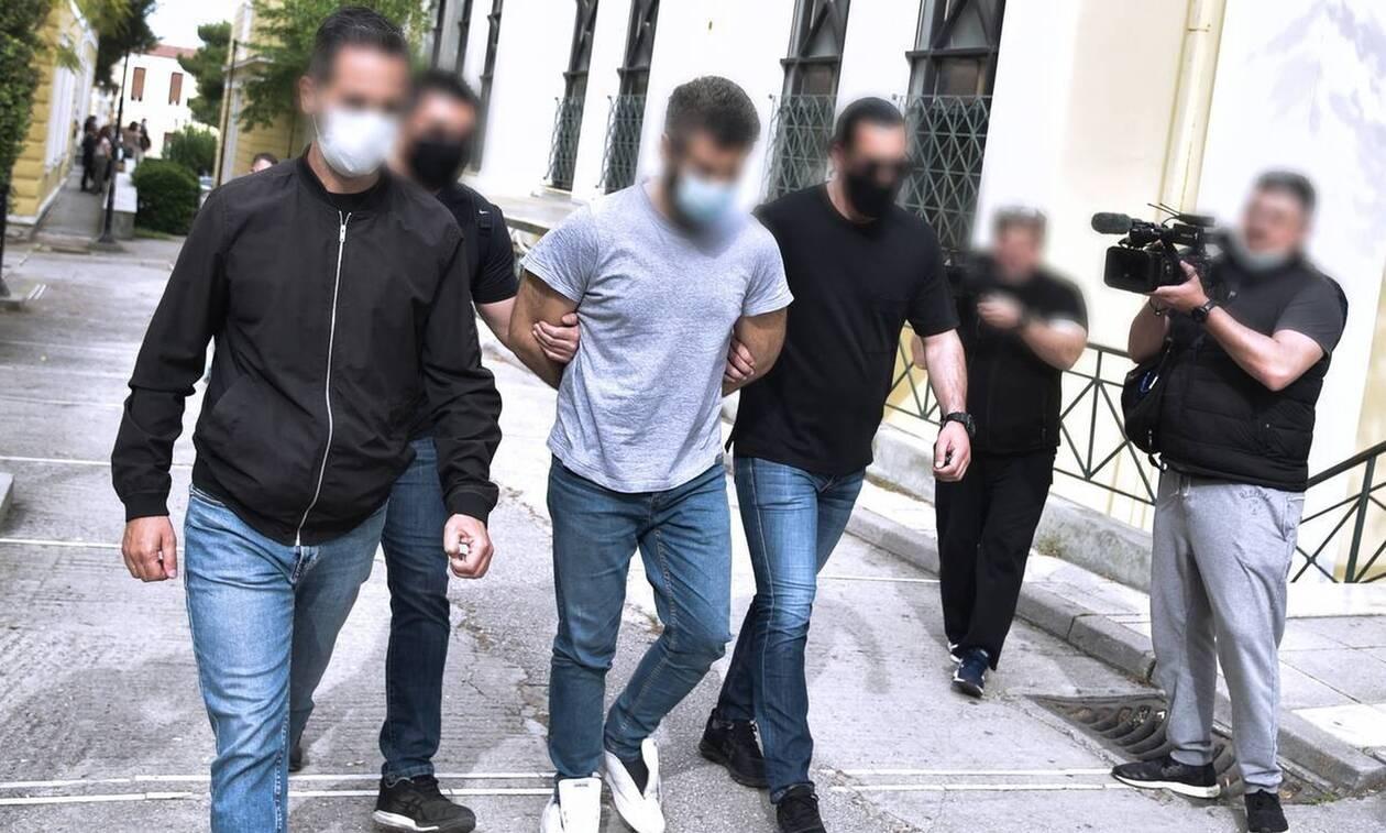 Έγκλημα στα Καλύβια: Φυλακίστηκε ο 32χρονος – Νομίζει ότι το θύμα του έχει κάνει μάγια