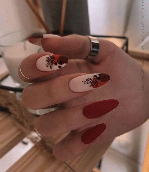 κόκκινα νύχια_με_φλοράλ_σχέδια_