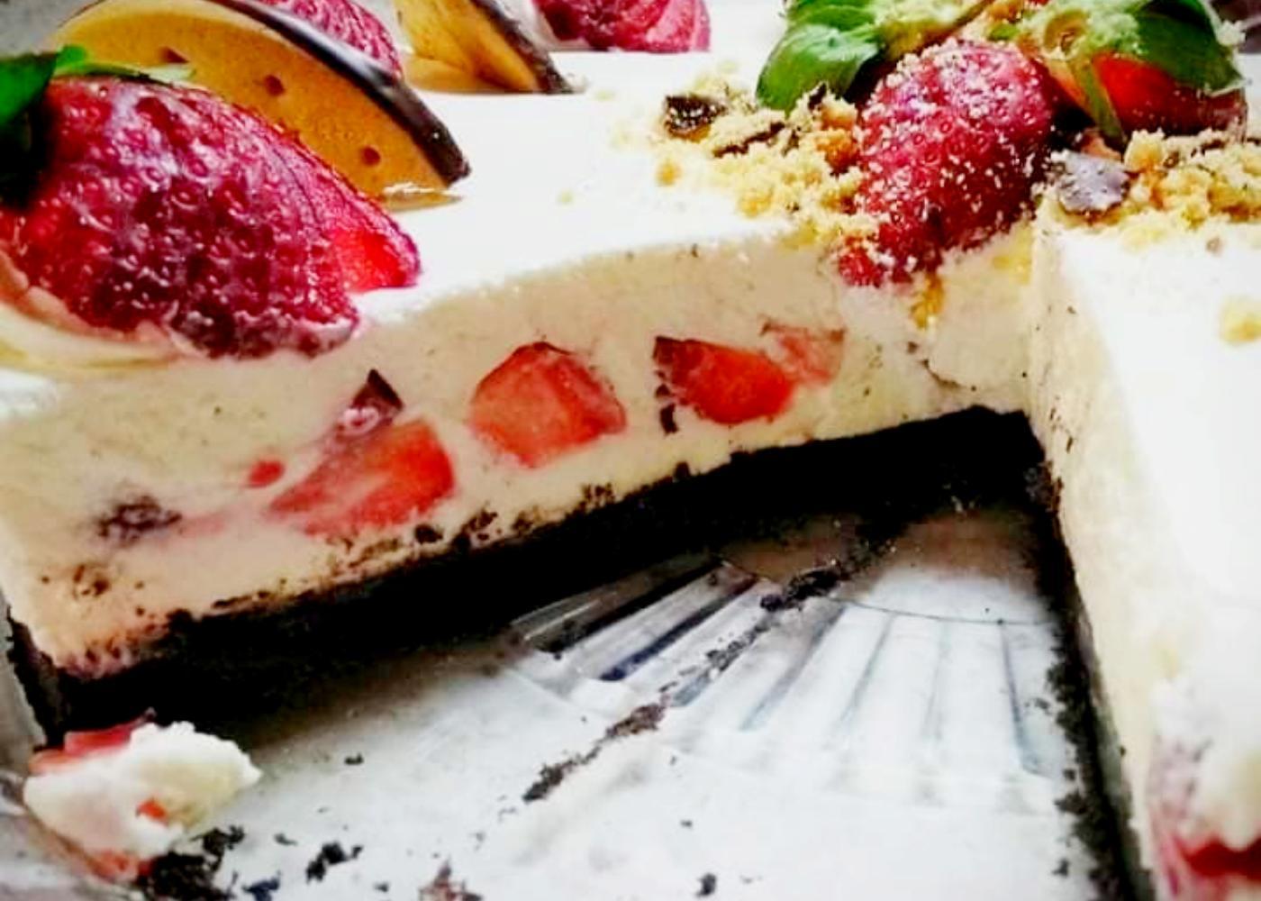 Φραουλένιο Cheesecake με λευκή σοκολάτα