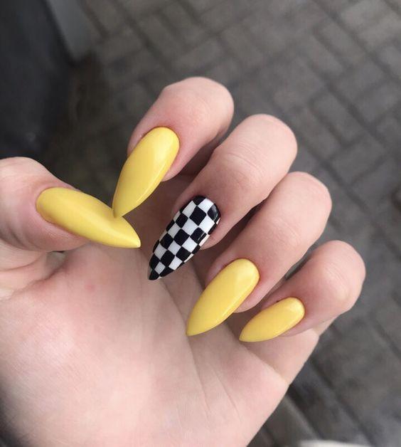 νύχια σκακιέρα_με_κίτρινα_νύχια_