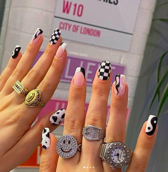 ροζ_νύχια_με_σκακιέρα_