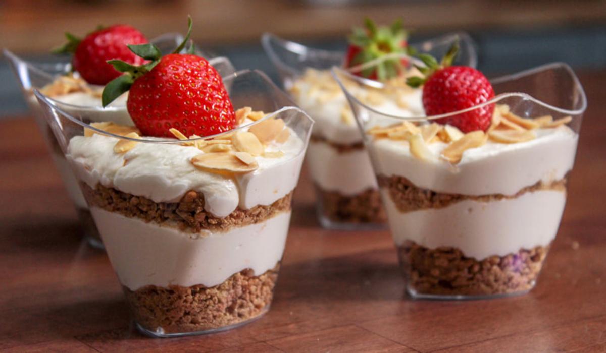 Πάστες χωρίς ζάχαρη με φράουλα_