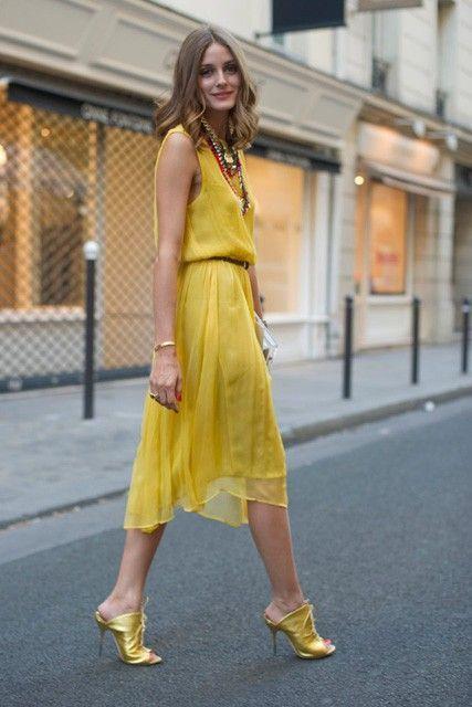 κίτρινο_φόρεμα_με_κίτρινες_γόβες_