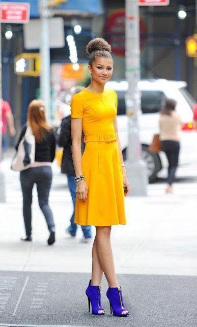 κίτρινο_τοπ_κίτρινη_φούστα_και_μπλε_ανοιξιάτικα_μποτάκια_