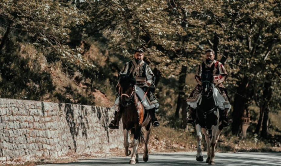 Ζευγάρι από τα Τρίκαλα τίμησε τα 200 χρόνια από την Ελληνική Επανάστασή με τον πιο παραδοσιακό τρόπο