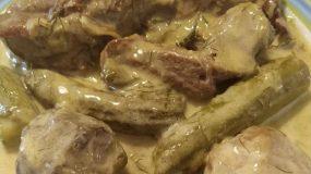 Αρνάκι με αγκινάρες και κολοκυθάκια αυγολέμονο