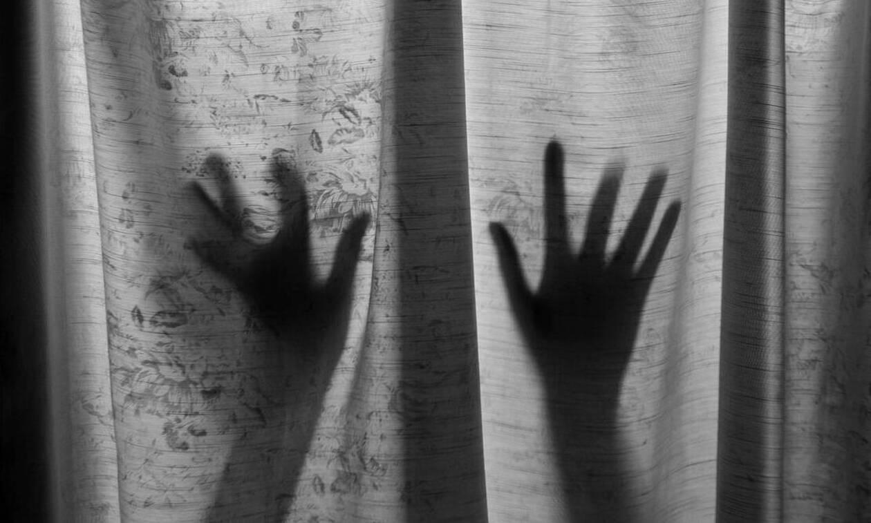 Γυναίκα πήγε απρόσκλητη σε πάρτι και βίασε 17χρονο