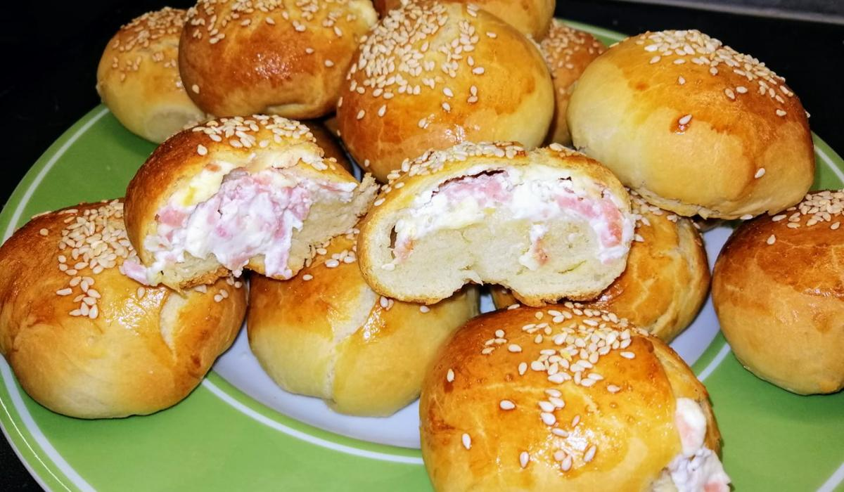 Ψωμάκια γεμιστά_με τυρί κρέμα_και_σαλάμι_