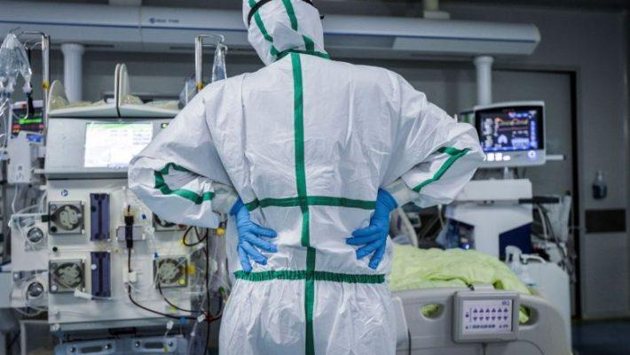 Αιφνίδιος θάνατος: Η μετάλλαξη του ιού που φέρνει το οριστικό τέλος της πανδημίας
