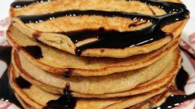 Pancakes με βρώμη και μπανάνα