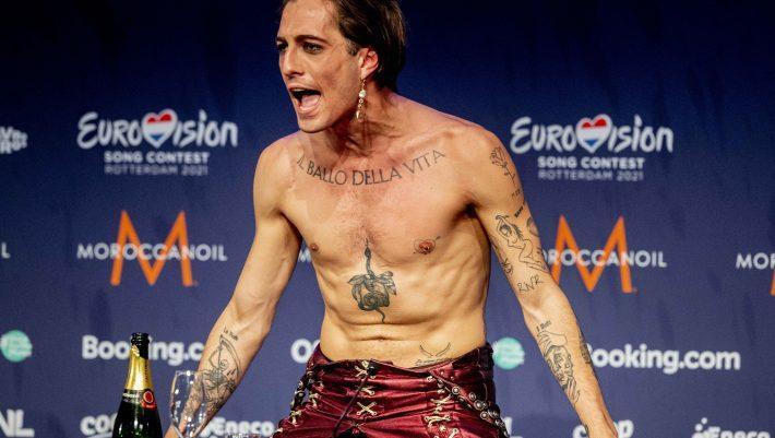 Έκλεισε στόματα: Η πραγματική φωτό που δείχνει τι έκανε ο Ιταλός νικητής της Eurovision στο τραπέζι (pics)