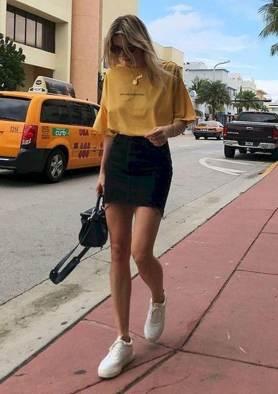 μαύρη_τζιν_φούστα_με_κίτρινο_t-shirt_