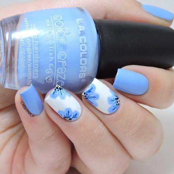 γαλάζια_νύχια_με_λουλούδια_