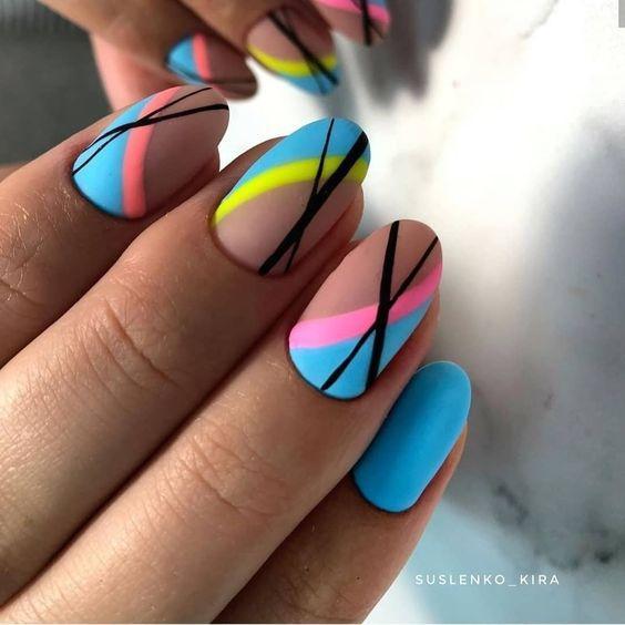νύχια_με_γραμμές_και_χρώματα_