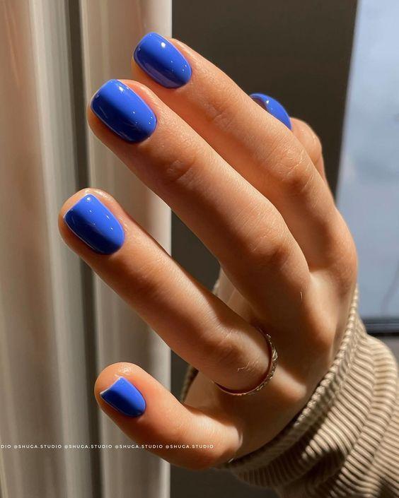 μπλε_σκούρα_νύχια_