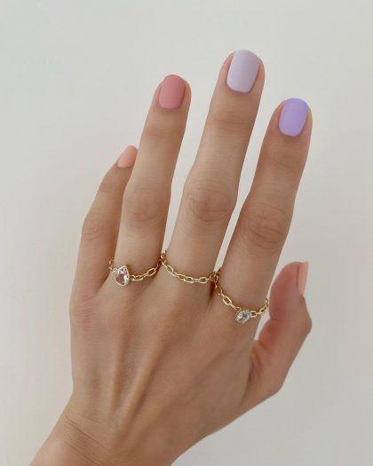 χρωματιστά νύχια_σε_παστέλ_χρώματα_ματ_