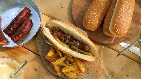 Country Hot Dog με καραμελωμένα κρεμμύδια (βίντεο)