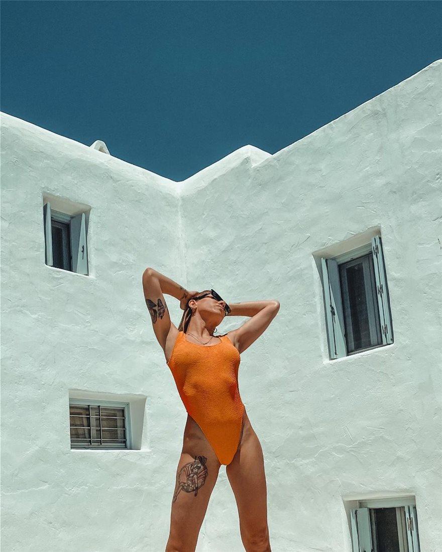 Οι Ελληνίδες σελέμπριτις φορέσαν τα μαγιό τους μας δείχνουν τα κορμιά τους