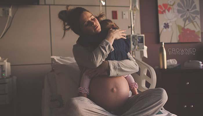 """συγκινητικό_μητέρα_""""αποχαιρετά""""_την_κόρη_της_λίγο_πριν_την_γέννα_"""