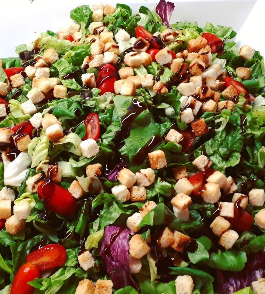 Πράσινη σαλάτα με σάλτσα βινεγκρέτ