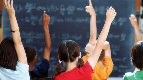 Διευθύντρια Γυμνασίου απαγορεύει στις μαθήτριες να φορούν φούστες και σορτσάκια
