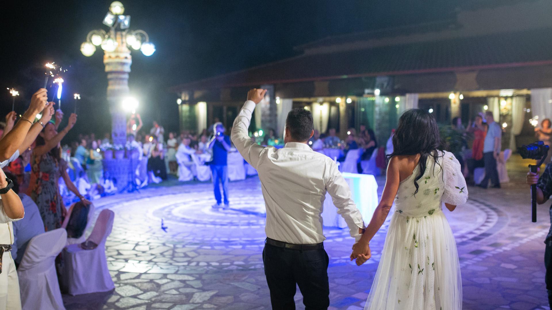 Παπαθανάσης: Γάμοι με μουσική αλλά χωρίς χορό – Oι νέες αλλαγές στα μέτρα