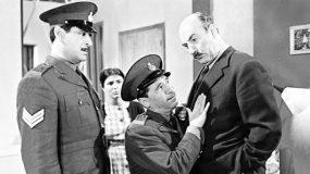 Έφυγε με έναν καημό: Το παράπονο του εθνικού αστυνομικού των ελληνικών ταινιών για τις στολές του που κανείς δεν άκουσε