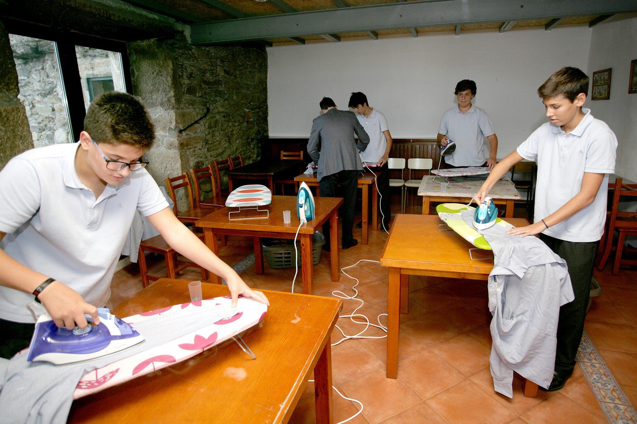 ισπανικό σχολείο_μαθαίνει_στα_αγόρια_να_κάνουν_δουλειές_του_σπιτιού_